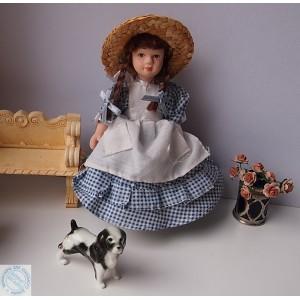 Фарфоровая кукла в синем платье